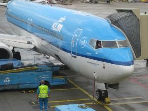 preparando el avión para el embarque.